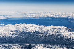 Vista aerea sopra le montagne di ghiaccio in Groenlandia Immagini Stock