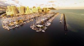 Vista aerea sopra Waikiki e l'ala Wai Boat Harbor Fotografia Stock