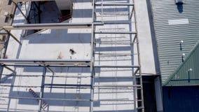 Vista aerea sopraelevata di un sito dell'edificio urbano video d archivio