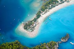 Vista aerea stupefacente della laguna blu in Oludeniz immagini stock libere da diritti