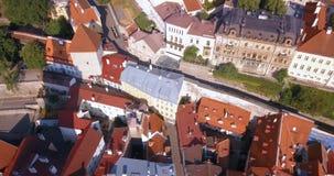 Vista aerea stupefacente di Tallinn sopra la vecchia città vicino al quadrato principale