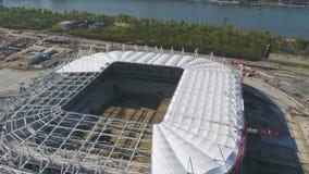 Vista aerea su costruzione e su ricostruzione di stadio di football americano Ricostruzione dello stadio per ospitare le partite  immagini stock