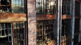 Vista aerea su vecchia costruzione con le finestre rotte stock footage