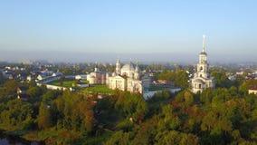 Vista aerea sul monastero in Toržok, Russia stock footage