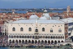Vista aerea sul palazzo Palazzo Ducale del ` s del doge sul quadrato del ` s di St Mark, Venezia, Italia fotografia stock