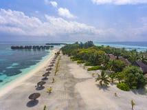Vista aerea sull'isola di Olhuveli, Maldive fotografia stock libera da diritti