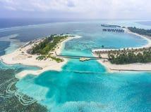 Vista aerea sull'isola di Olhuveli, Maldive fotografie stock libere da diritti