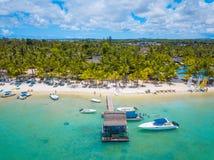 Vista aerea sulla bella spiaggia in Trou Biches aus., Mauritius immagini stock libere da diritti