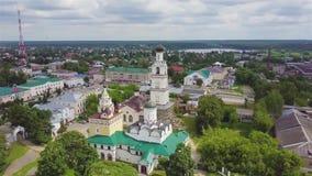Vista aerea sulla chiesa di Vsekhsvyatskaya in Kirzhach, Russia stock footage
