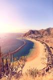 Vista aerea sulla spiaggia di Teresitas vicino a Santa Cruz de Tenerife sulle isole Canarie, Spagna fotografia stock libera da diritti