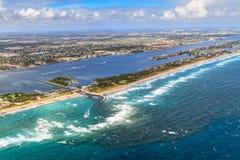 Vista aerea sulla spiaggia e sul canale navigabile di Florida Immagini Stock Libere da Diritti