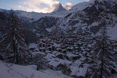 Vista aerea sulla valle di Zermatt e sul picco del Cervino Fotografie Stock Libere da Diritti