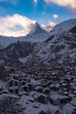 Vista aerea sulla valle di Zermatt e sul picco del Cervino Immagine Stock Libera da Diritti