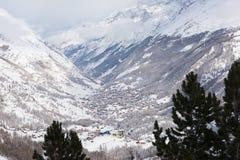 Vista aerea sulla valle di Zermatt e sul picco del Cervino Fotografie Stock