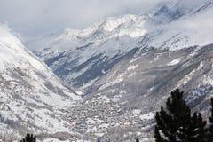 Vista aerea sulla valle di Zermatt e sul picco del Cervino Immagini Stock Libere da Diritti