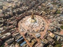 Vista aerea sullo stupa di Boudha e sulla città di Kathmandu Immagini Stock Libere da Diritti