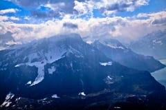 Vista aerea unica dell'aeroplano delle alpi svizzere centrali Immagini Stock