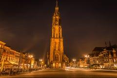 Vista agradável da louça de Delft em Países Baixos na noite imagens de stock