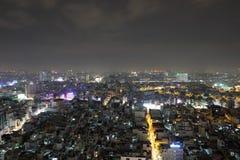 Vista agradable de la ciudad en la noche Foto de archivo libre de regalías