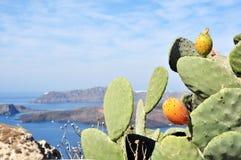 Vista agradable de la isla de Santorini y un grupo de sus islas Imagen de archivo libre de regalías