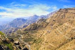 Vista agradable de las flámulas y de las terrazas de la montaña en Yemen Imagen de archivo libre de regalías