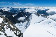 Vista ai ghiacciai della cresta della montagna di Belukha Zona di montagna di Belukha Altai, Russia fotografie stock