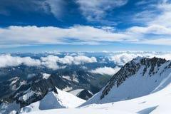Vista ai ghiacciai della cresta della montagna di Belukha Zona di montagna di Belukha Altai, Russia immagine stock libera da diritti