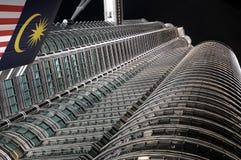 Vista aislada de las torres de Petronas Fotos de archivo libres de regalías