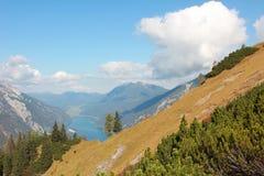 Vista al achensee ed alle montagne del lago Immagini Stock