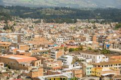 Vista al aire libre de la vista panorámica hermosa de la ciudad de Otavalo en Ecuador fotografía de archivo libre de regalías