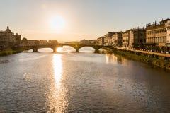 Vista al alla Carraia de Ponte en Florencia Foto de archivo