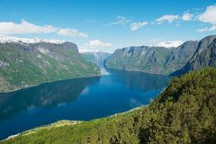Vista al Aurlandsfjord dal punto di vista di Stegastein, Norvegia Fotografie Stock