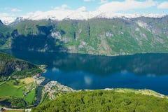 Vista al Aurlandsfjord dal punto di vista di Stegastein, Norvegia Fotografia Stock Libera da Diritti
