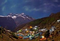 Vista al bazar di Namche, Nepal di notte Immagini Stock Libere da Diritti