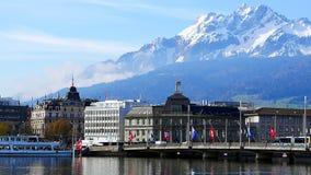 Vista al centro storico di Lucerna e del supporto Pilatus fotografia stock