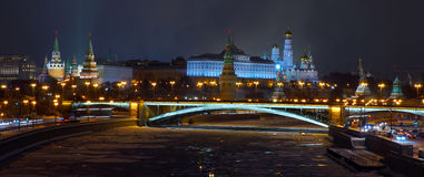 Vista al Cremlino di Mosca dal ponte patriarcale Fotografia Stock