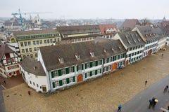 Vista al cuadrado de Munsterplatz de la torre de Munster en Basilea, Suiza Imágenes de archivo libres de regalías