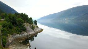 Vista al fiordo ed all'acqua dal fuco in Norvegia Immagine Stock Libera da Diritti