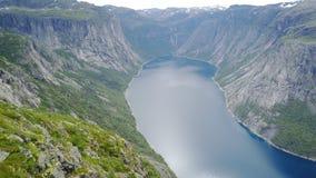 Vista al fiordo ed all'acqua dal fuco in Norvegia Fotografie Stock