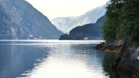 Vista al fiordo in Norvegia video d archivio