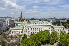 Vista al inVienna del edificio del parlamento Fotografía de archivo