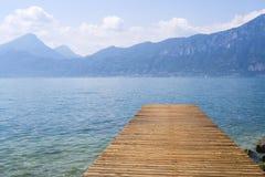 Vista al lago garda dal pilastro Fotografie Stock Libere da Diritti