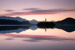 Vista al lago sanguinato, Slovenia Immagini Stock