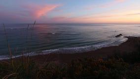 Vista al mar de la salida del sol del verano