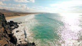 Vista al mar en la playa del EL Cotillo, Fuerteventura, islas Canarias almacen de video