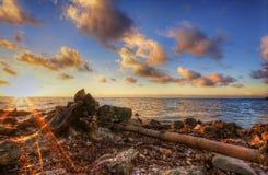 Vista al mar en la salida del sol Fotografía de archivo libre de regalías