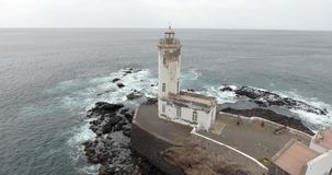 Vista al mar hermosa con el lighthose metrajes