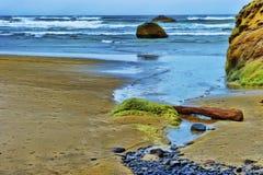 Vista al mar pacífica de la playa del punto del abrazo en Oregon Imagenes de archivo