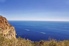 Vista al mare blu da alta roccia Fotografia Stock