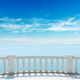 Vista al mare dal terrazzo con il balcone Fotografie Stock Libere da Diritti